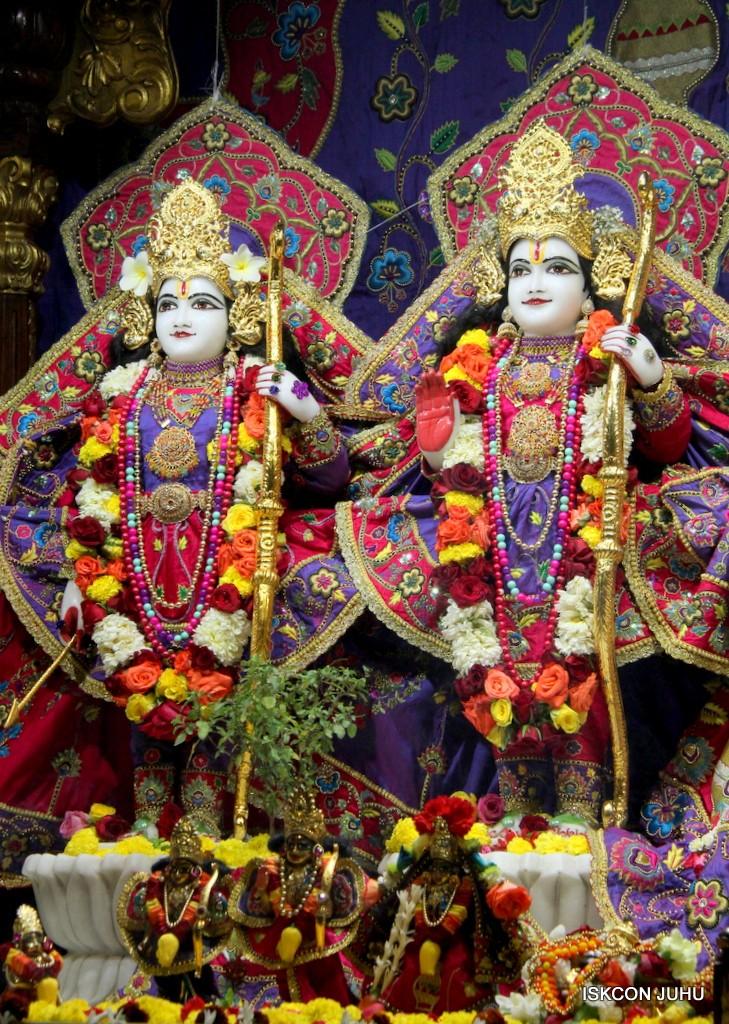 ISKCON Juhu Sringar Deity Darshan 20 Jan 2017 (27)