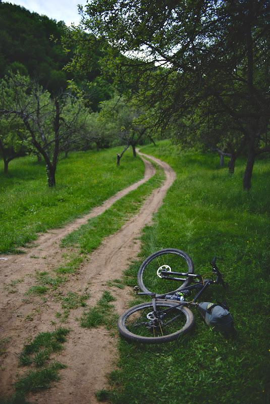 Navingand pe drumuri numai bune de biciclit.