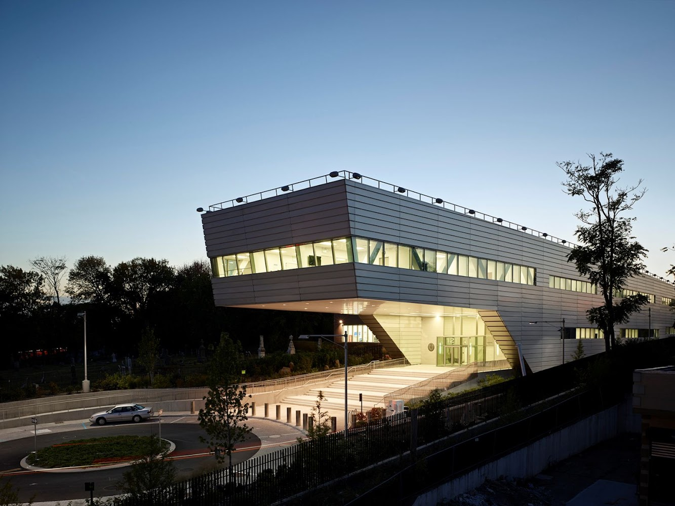 Rafael Vinoly: 121ST POLICE PRECINCT STATION HOUSE by RAFAEL VIÑOLY ARCHITECTS