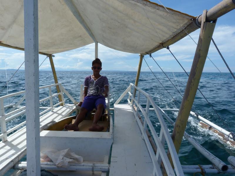 '' Snorkeling'' autour de Malapascua en s'arrêtant de temps à autre pour voir les fonds . Tour de l île en trois heures, tranquillement.