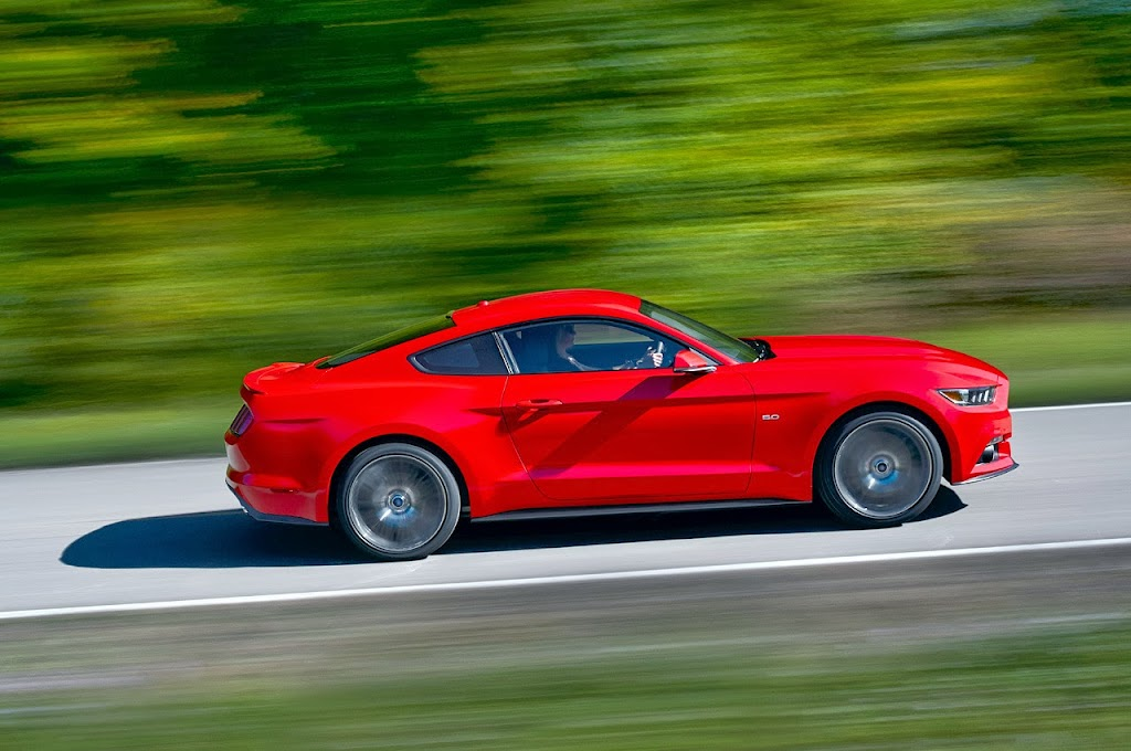 Ford-Mustang-GT-2015-01
