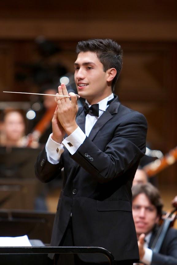 Rodolfo Barráez dejó por un instante su faceta de violinista para subir al podio y liderar con su batuta a la orquesta que lo ha visto crecer, la SJTCV