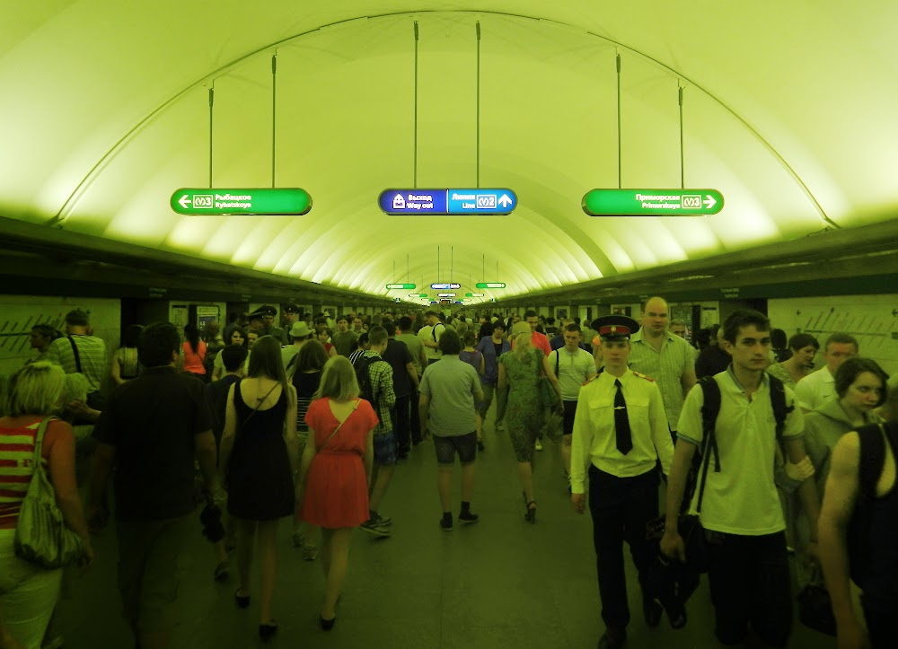 Gostiny Dvor Metro station, super busy!