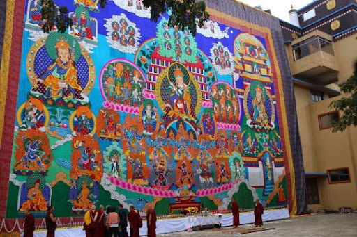 Large thangka of Guru Rinpoche. The thangka will be displayed during 1,000 Padmasambhava tsog offerings in India and Nepal and during special occasions. Photo by by Ven. Thubten Kunsang.