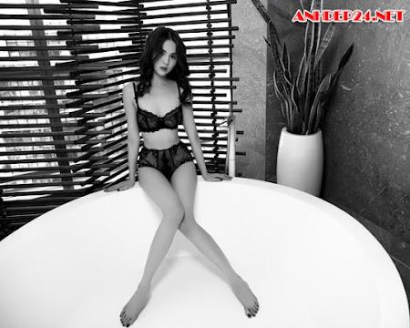 Ngắm bộ ảnh nội y cực sexy của Ngọc Trinh