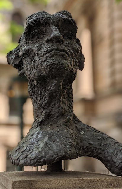 Photo of rough and 'granulated' bust of Australian painter Lloyd Rees