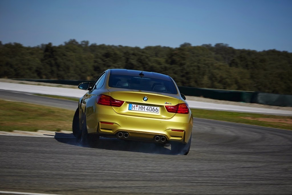 2015 BMW M4 Coupe 17