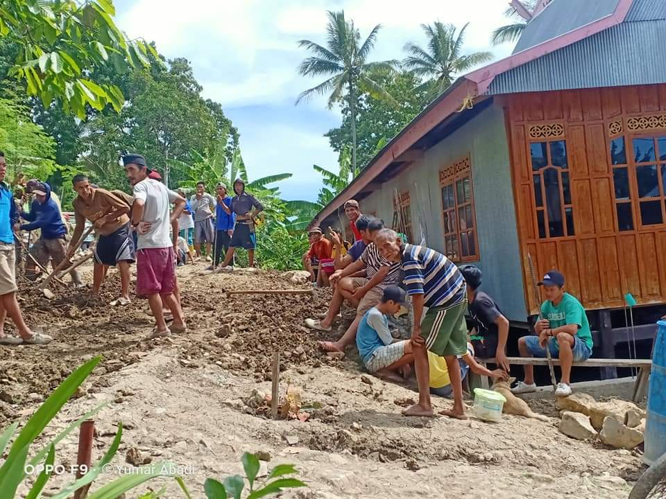 Antusias Masyarakat Gattareng Tingkatkan Akses Jalan Dengan Gotong Royong