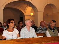 06 Mindenki a prédikációra figyel.JPG