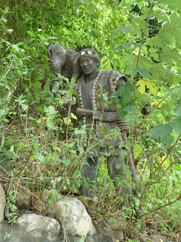 Puli  en passant , entre autres, par les villages de l ethnie Bunum de Loloko et Dili. J 10 - P1160956.JPG