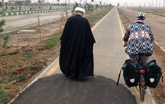 Mullah & Miri auf dem Radweg von Ghom