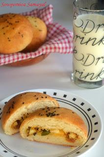 Paneer stuffed buns