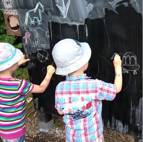Kinder malen Tiere