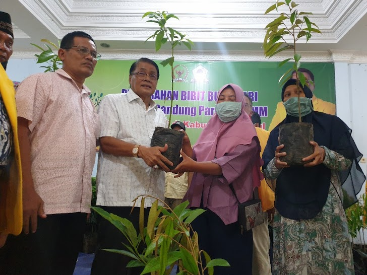 Anggota DPR RI Gandung Pardiman : Budidaya Alpukat Untungkan Petani