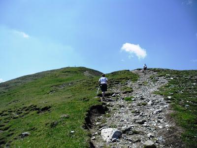 urcând pe Varful Bucsoiu