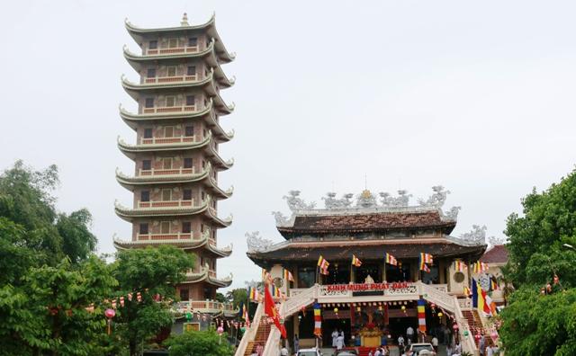 Chùa Cam Lộ đón nhận bằng xác lập kỷ lục bảo tháp cao nhất Việt Nam