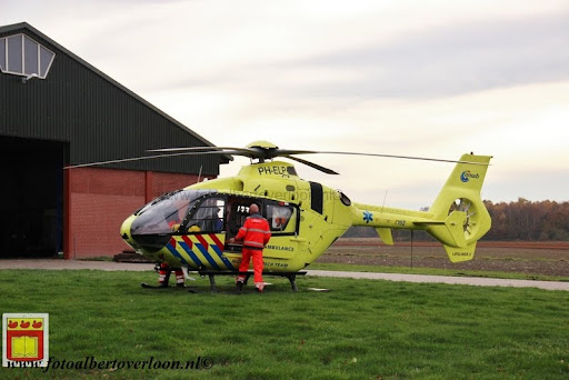 traumahelikopter landt in overloon 21-11-2012 (10).JPG