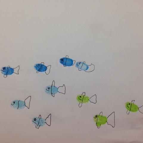 Gestempelter Fischschwarm