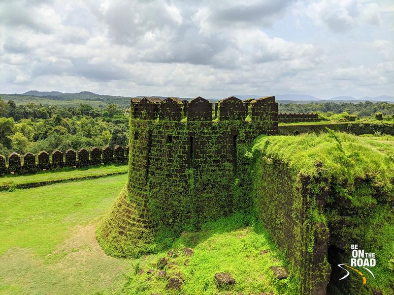 Mirjan Fort taken over by moss