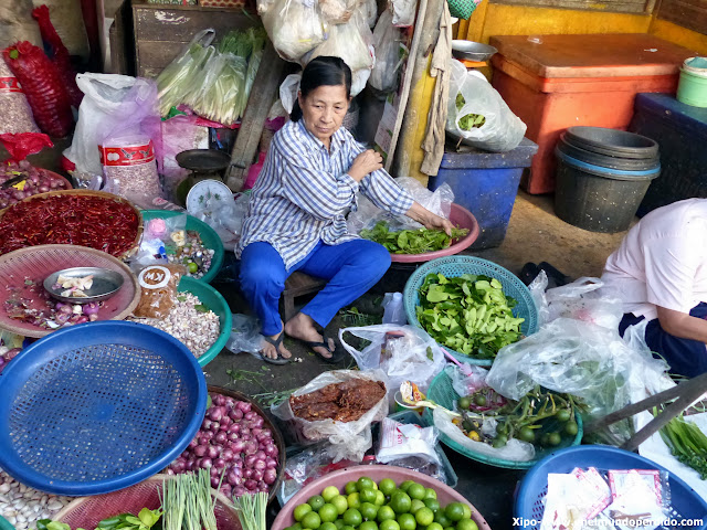 puesto-mercado-mae-klong.JPG