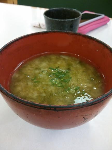 「ハサミの天ぷら寿司」の某回転するおすし屋が、新作の「汚味噌汁」を出して来たので遠慮無くクレームを入れた。
