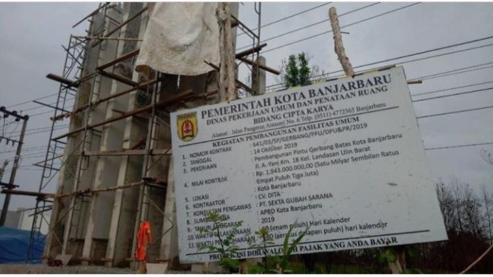 Molor Dari Target Kontraktor Pintu Gerbang Batas Kota Disanksi Rp2 Juta Per Hari