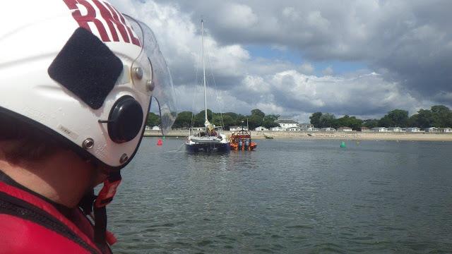 Mudeford ILB tows the catamaran towards Mudeford Harbour - 25 July 2015