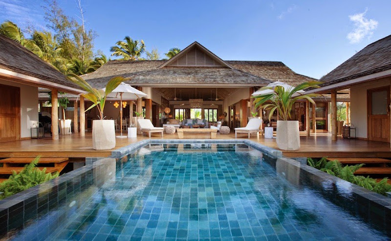 Desroches Island Resort - piclarge925dibwa%2Bpool%2Bfacade_1%2B%2528MLP%2529.jpg