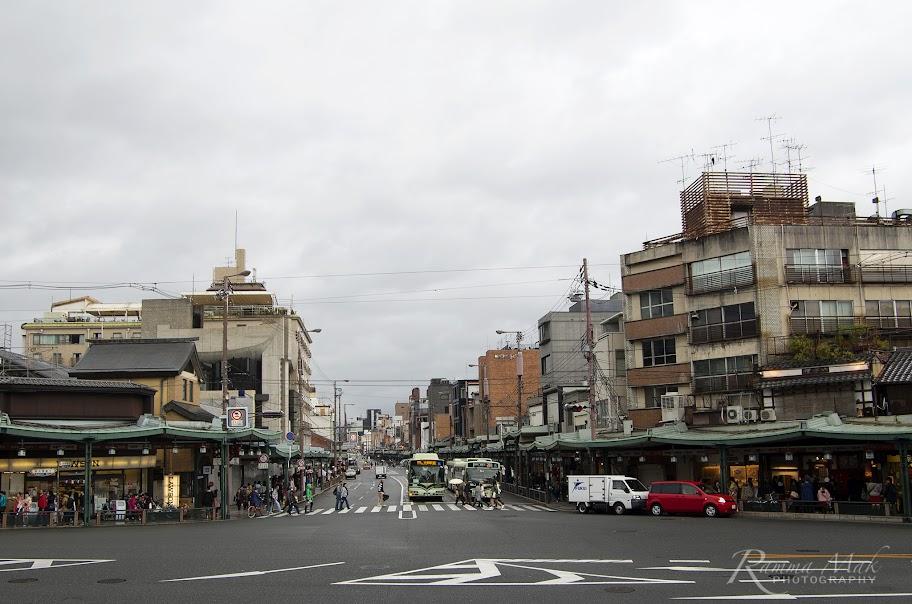 正前方是京都市四条通
