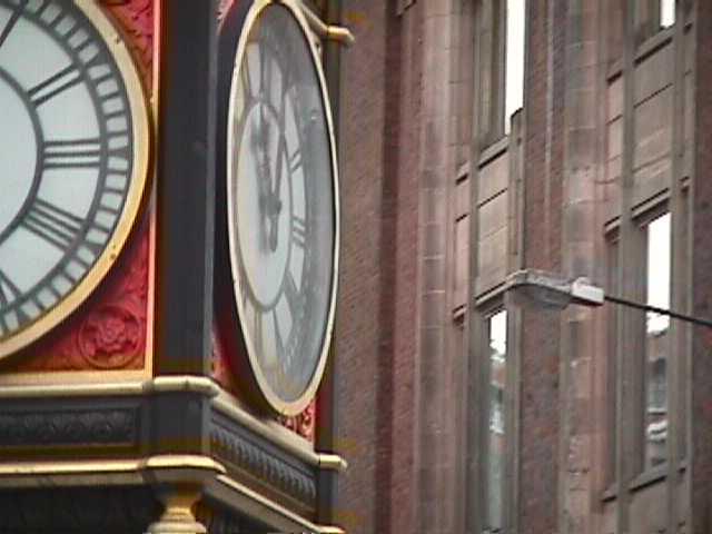 0100Entrance to Buckingham Palace