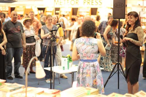 """Lansarea cartii """"Doctore, ma doare viata!"""" la Bookfest 2015"""