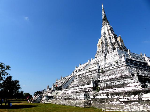 Wat-Phu-Khao-Thong.JPG