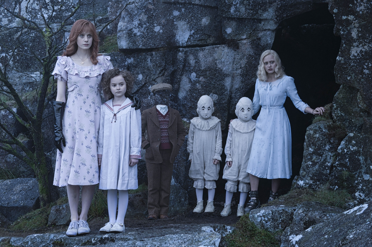 Left to right: Olive (Lauren McCrostie), Bronwyn (Pixie Davies), Millard (Cameron King), the twins (Thomas and Joseph Odwell) and Emma (Ella Purnell) in MISS PEREGRINE'S HOME FOR PECULIAR CHILDREN. (Photo Credit: Leah Gallo - TM & © 2016 Twentieth Century Fox Film Corporation)