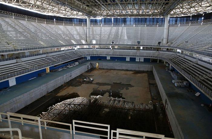 maracana-olympic-facilities-fall-apart-urban-decay-rio-2016-9