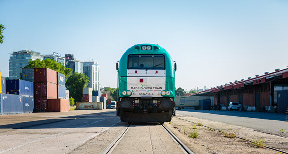Sale el tren de la línea Madrid-Yiwu que consolida la ruta ferroviaria de carga entre España y China
