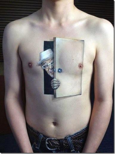Tatuaje Bajo Pecho Hombre Sfb