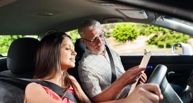 Tips Mengemudikan Mobil untuk Pemula ,Jangan PANIK!