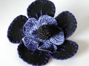 ブローチ:フェルトのお花