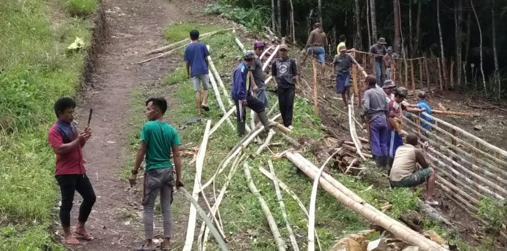 Budayakan Gotong Royong, Ketua RT dan RW Bersama Masyarakat Desa Gattareng Gelar Karya Bakti