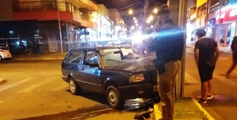 Manoel Ribas: Motorista perde controle e bate em poste na Sete de Setembro