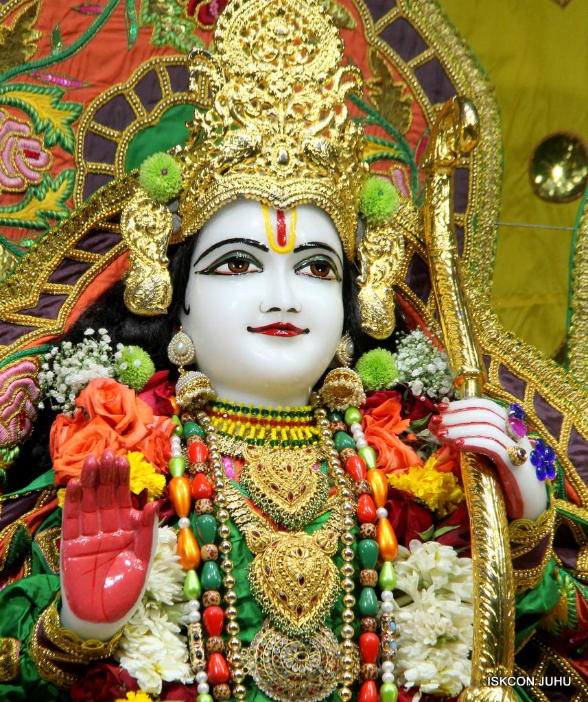 ISKCON Juhu Sringar Deity Darshan on 18th Jan 2017 (37)