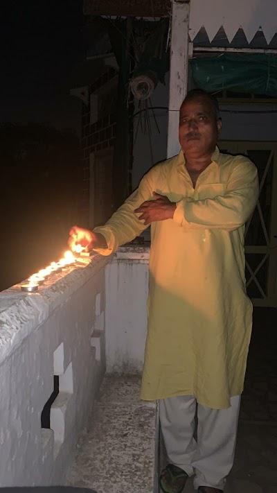 एडीजी राजा बाबू सिंह ने अपने निवास पर दीप जलाएं | Gwalior News
