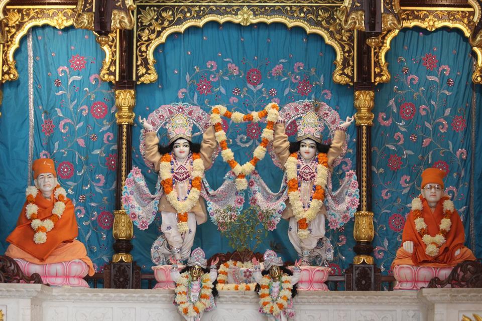 ISKCON Kanpur Deity Darshan 17 Dec 2015 (15)
