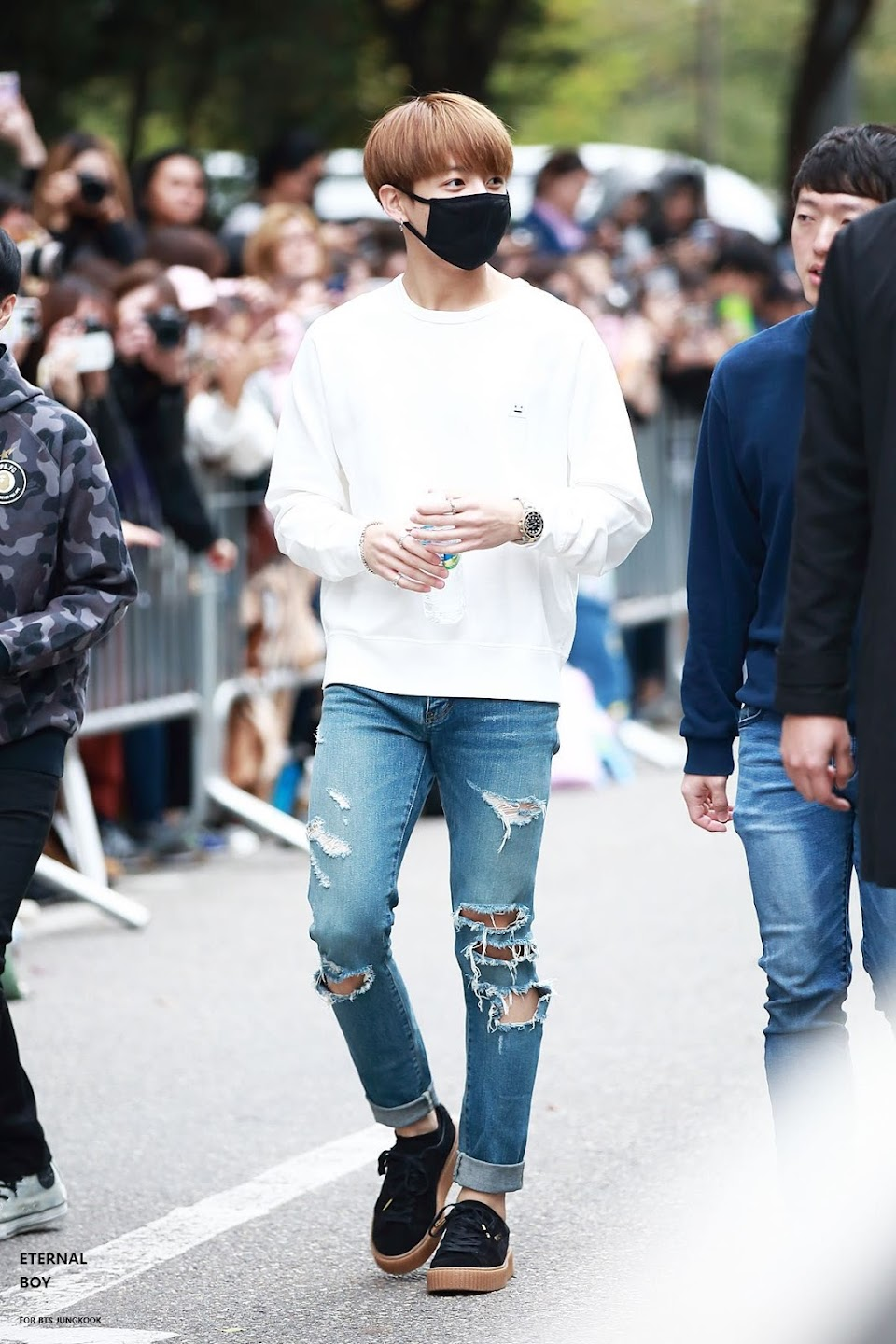 jungkookrippedjeans_10a