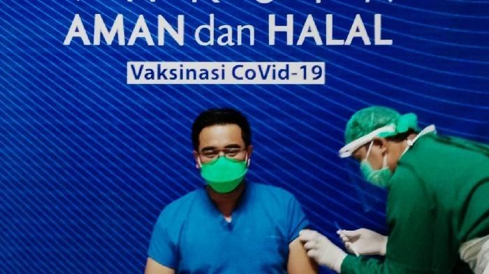 Rumah sakit swasta yang terkenal dengan pelayanannya yang berkualitas, RS Marina Permata menggelar vaksinasi Covid-19 tahap pertama untuk tenaga pelayanan kesehatan Rabu (3/2/21).