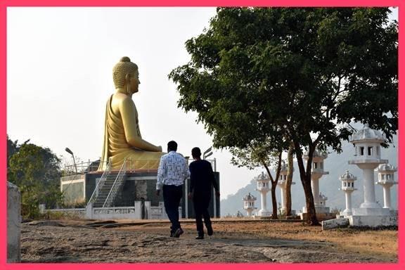 डोंगरगढ़ की वादियों में...चित्र - प्रमोद यादव