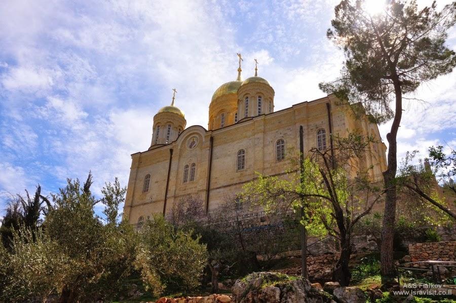 Вид с севера на Соборный храм Горненского монастыря.  Экскурсия в Горненский монастырь.  Гид в Израиле Светлана Фиалкова.