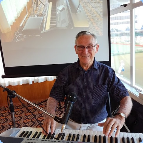 Roy Steen played the arrival music on his Korg Pa80. Photo courtesy of Dennis Lyons.