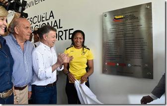El Presidente Santos, la medallista olímpica Yuri Alvear y el Alcalde de Cali, durante la inauguración de la Escuela Nacional del Deporte de la capital vallecaucana.