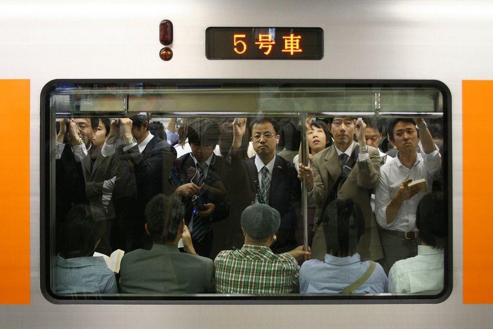 tokyo-subway-pushers-1